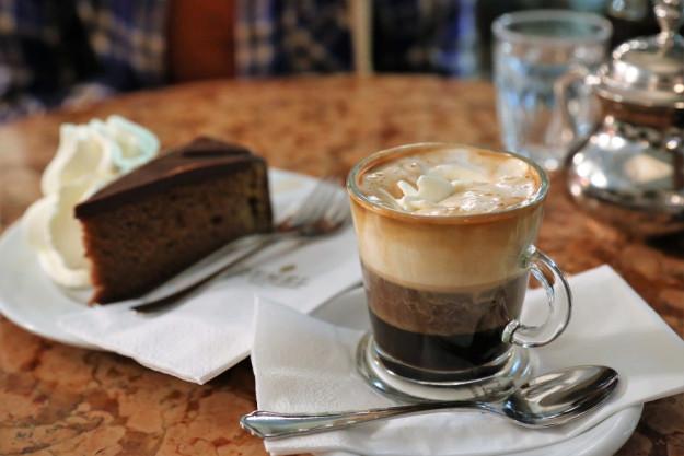 kulinarische Stadtführung Wien – Kaiserschmarrn mit Zwetschgensauce