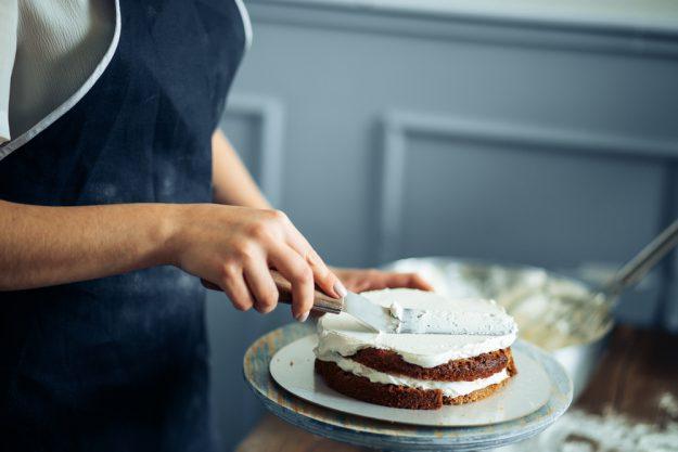 Backkurs Wien – Torte mit Buttercreme einstreichen