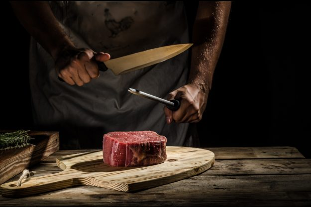 Geschenkgutschein Männer – Fleisch schneiden