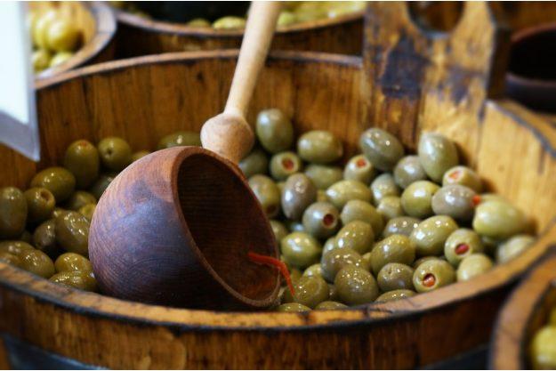 Kulinarische Stadtführung – Oliven im Fass