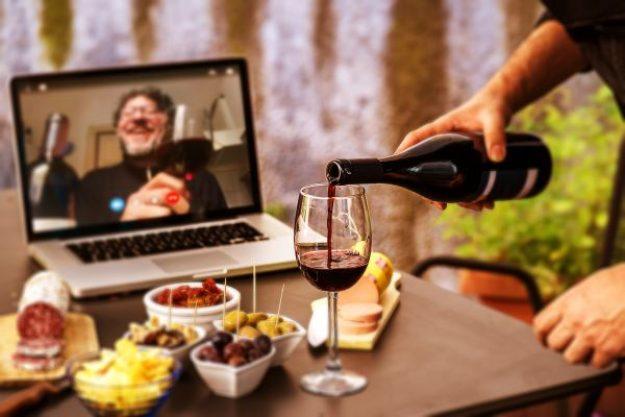 Virtuelle Weinprobe als Weihnachtsfeier