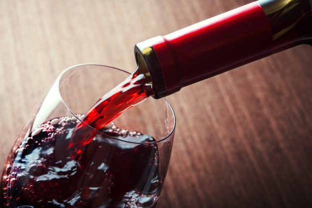 Weinseminar Wein – Rotwein einschenken