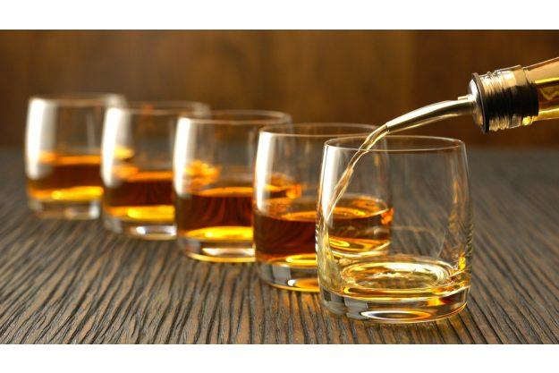 Whisky-Tasting Wien – Whisky einschenken