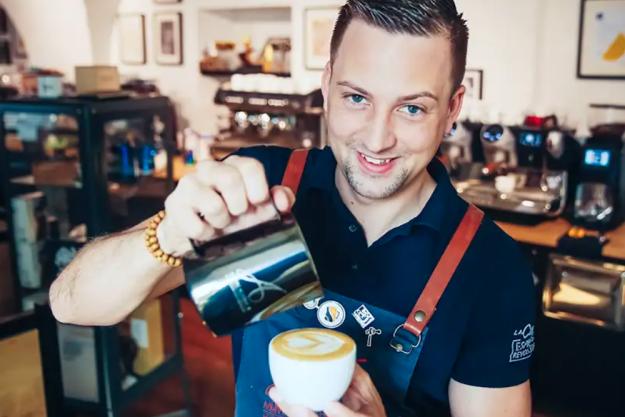Latte-Art-Kurs Wien – Staatsmeister Benjamin Graf