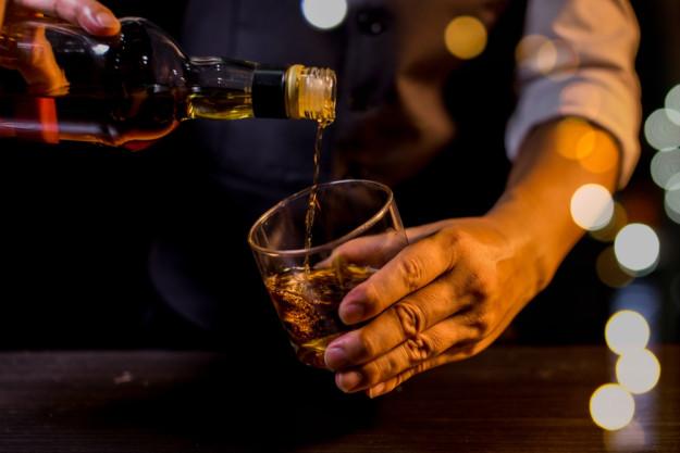 Whiskey-Tasting Wien – Bourbon einschenken