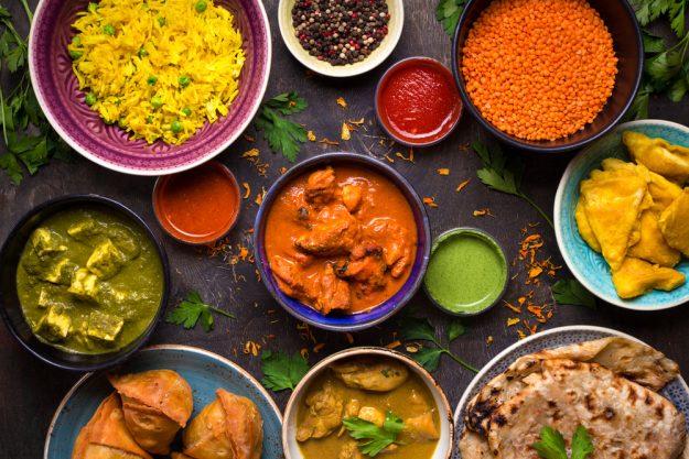 Curry-Kochkurs Wien – Gewürze in bunten Schalen
