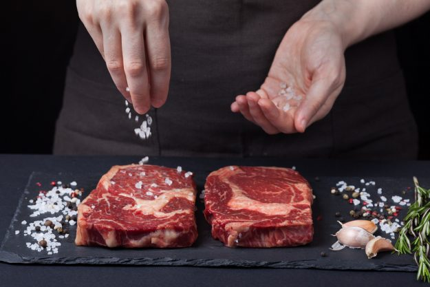 Stea-Kochkurs Wien – Steak salzen